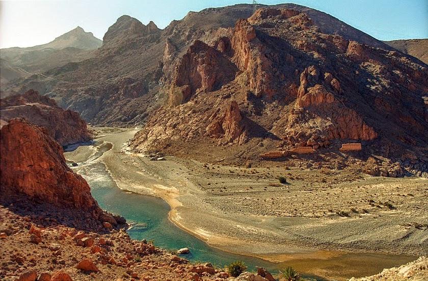 morocco-errachidia-riverbetweenmountain1532074610